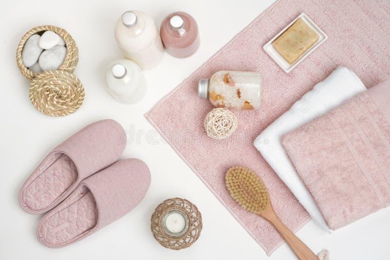 Skincare, piękno i zdroju pojęcie z istotnymi akcesoriami na bielu, zdjęcia royalty free