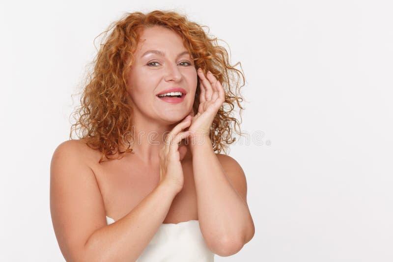 Skincare van rijpe vrouw stock afbeeldingen