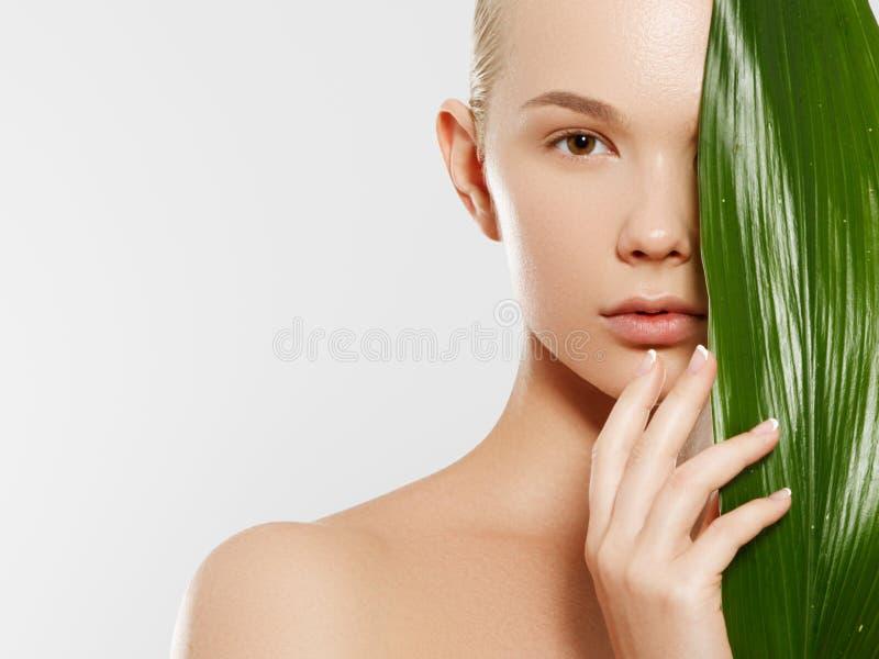 Skincare, wellness, kuuroord De schone zachte huid, gezonde vers ziet eruit Het concept een gezonde huid Portret van mooi royalty-vrije stock fotografie
