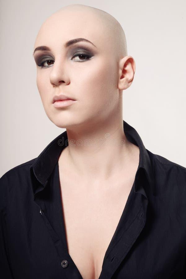 Skinheadkvinna arkivfoton
