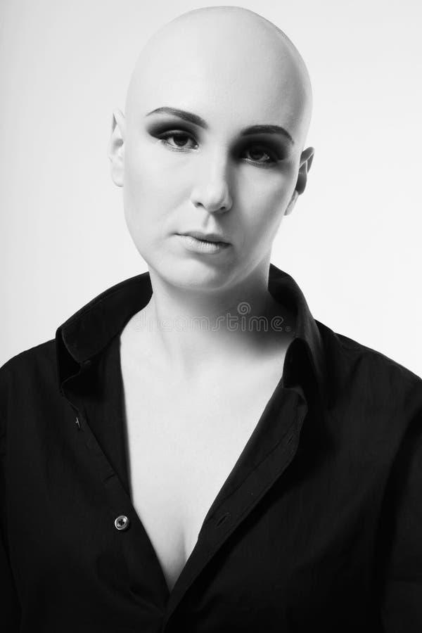 Skinheadkvinna royaltyfria bilder
