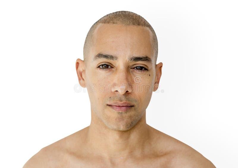 Skinheadman med den topless studioforsen arkivfoton