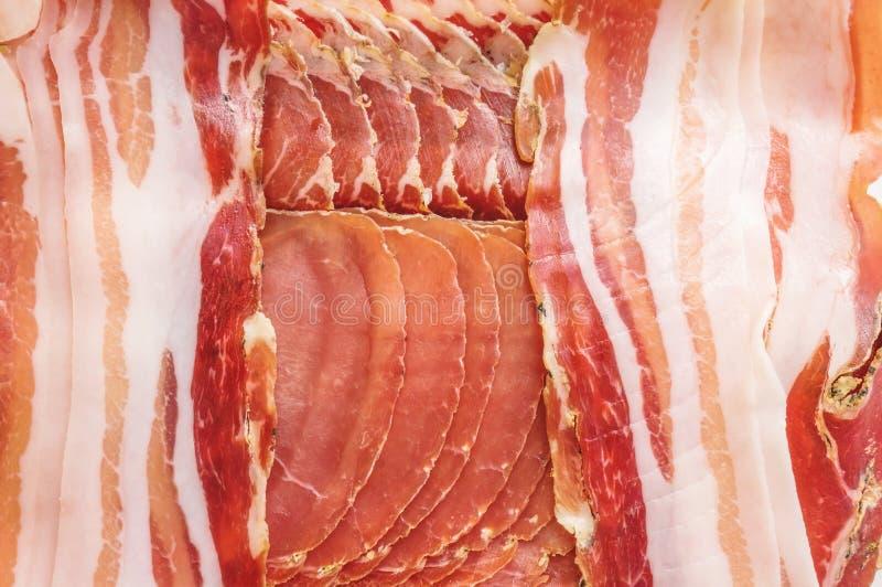 Skinka och aromen av kryddor som skivas tunt Bakgrund arkivfoto