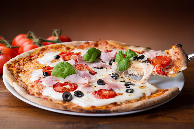 skinkapizza royaltyfria bilder
