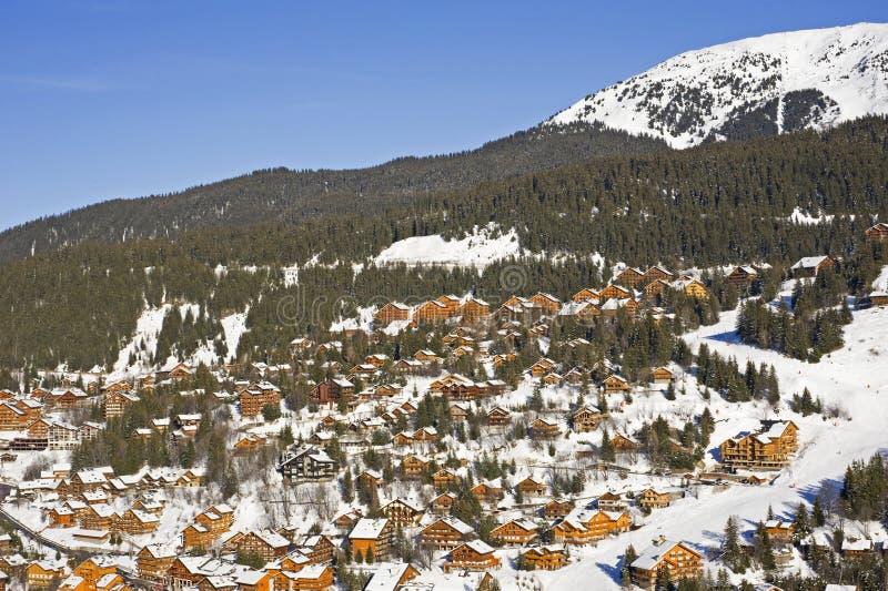 Skiort auf Berg stockbild