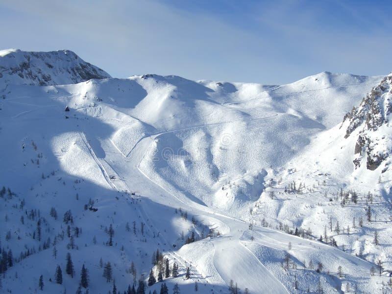 Skiort pistes lizenzfreies stockfoto