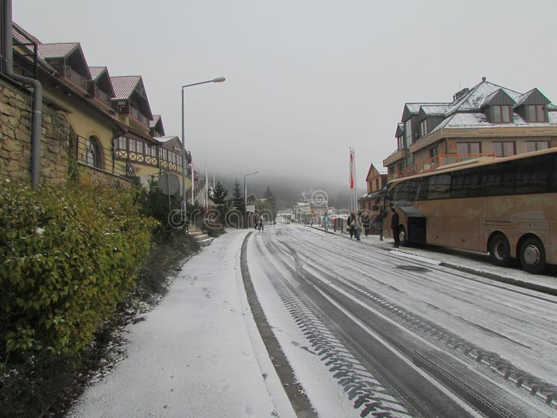 Skiort, Polen Der Anfang der Jahreszeit lizenzfreie stockfotografie