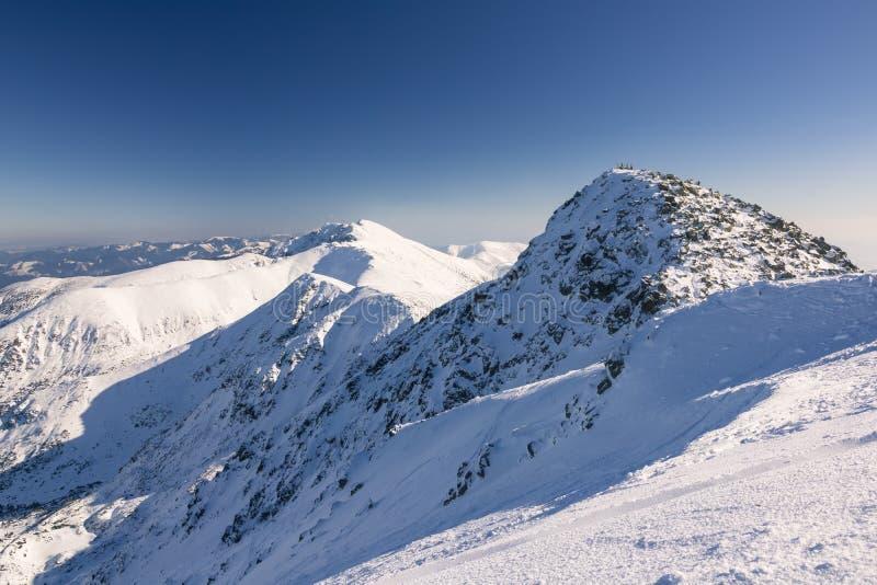 Skiort in Slowakei Hoher Berg Tatras Höchst-Chopok am sonnigen Tag lizenzfreie stockfotografie