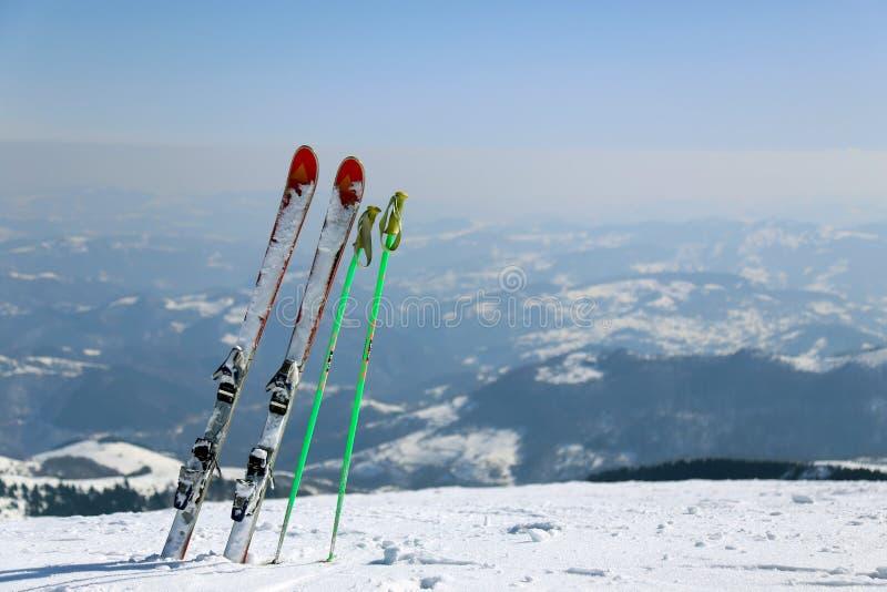 Skis in Kopaonik-Berg, Serbien stockbilder
