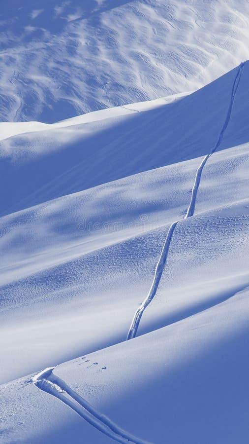 Skispoor Het behang van de wintersmartphone stock foto