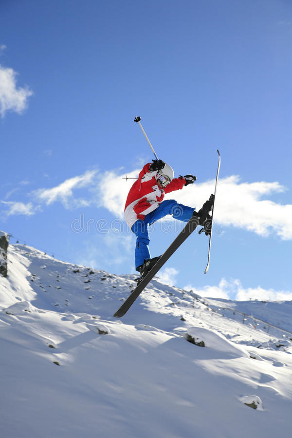 Skisprong in Snowpak, Ischgl, Oostenrijk stock afbeeldingen