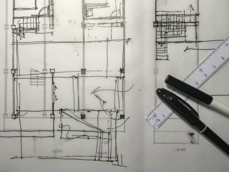 Skissa Freehand teckningen av byggnadsstrukturen på spåringspapper w royaltyfria bilder