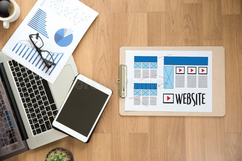 Skissar den märkes- funktionsdugliga orienteringen för websiten massmedia WW för teckningsprogramvara fotografering för bildbyråer