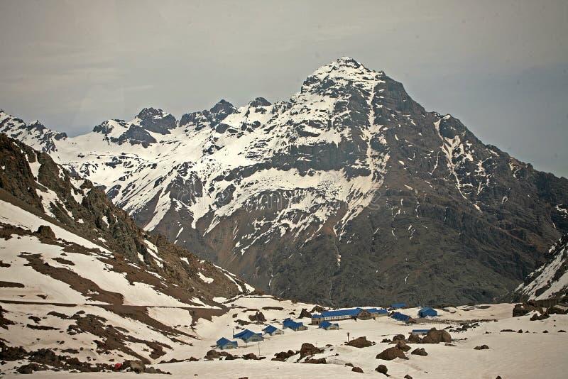 Skitoevlucht binnen van seizoen Chili stock foto's