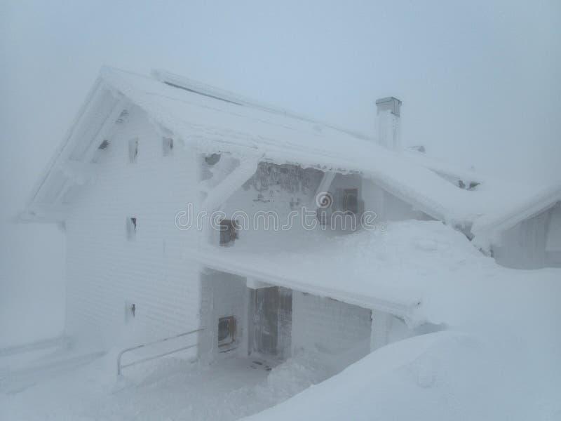 skitouring在阿尔卑斯的美好的冬天lanscape 库存照片