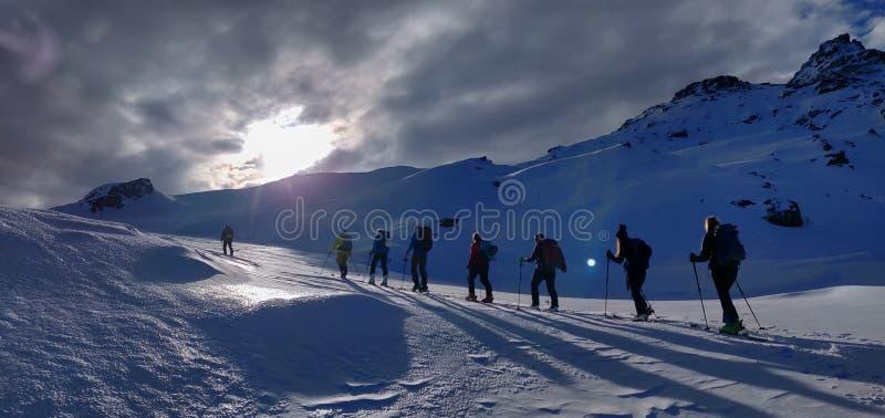 Skitouring cerca de Piz Buin fotografía de archivo libre de regalías