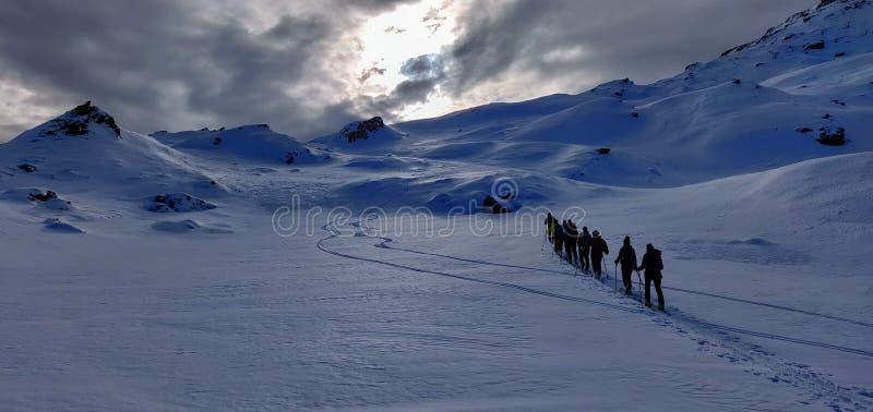 Skitouring en las montañas austríacas foto de archivo libre de regalías