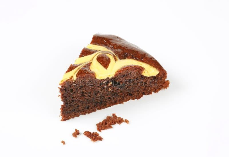Skiva av chokladkakan med ost royaltyfri bild