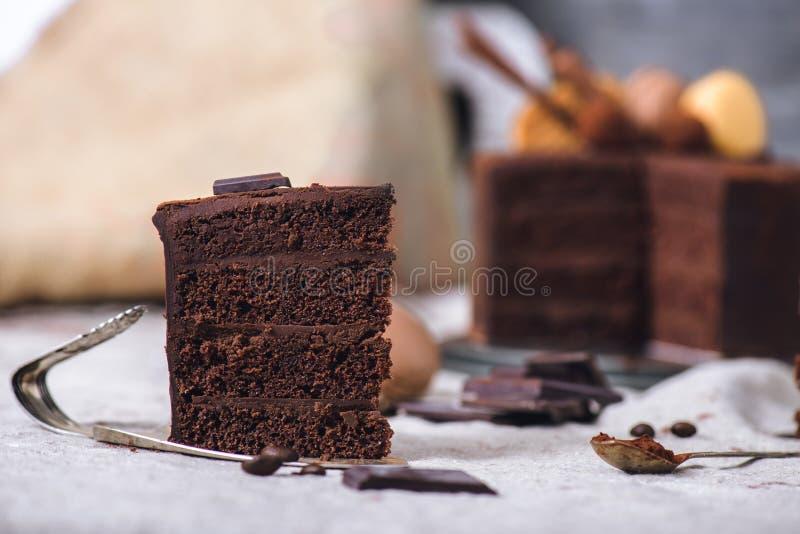Skiva av en chokladkaka arkivbild