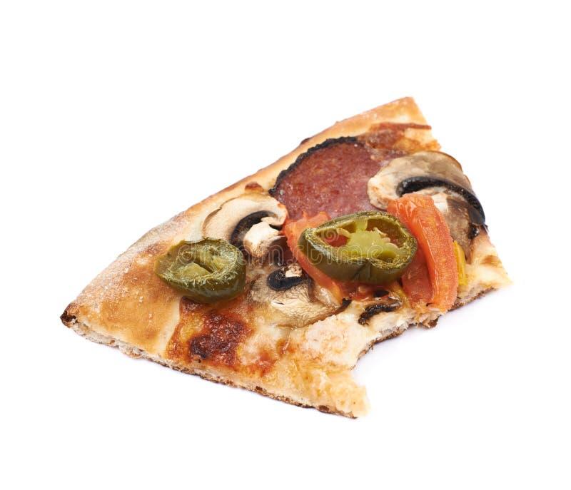 Skiva av en isolerad mexikansk pizza arkivfoto