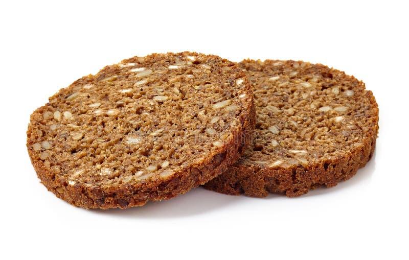 Skiva av mång- kornbröd som isoleras på vit arkivfoton