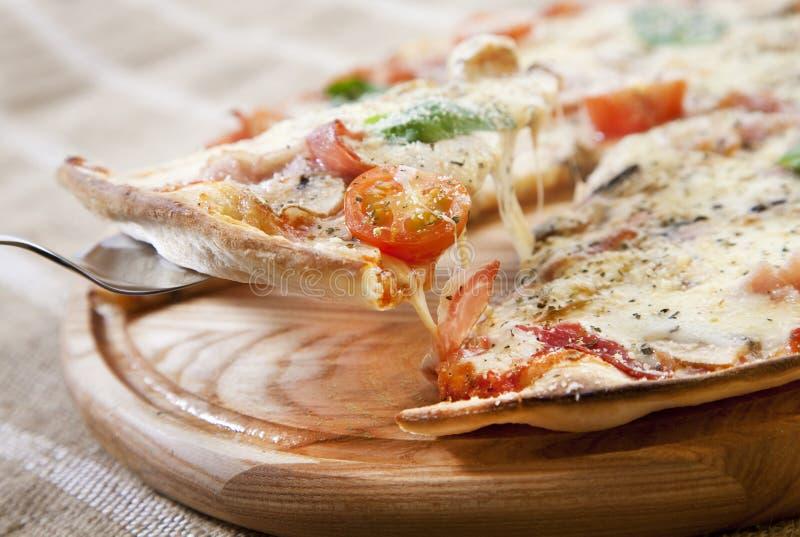 Skiva av pizza royaltyfri foto