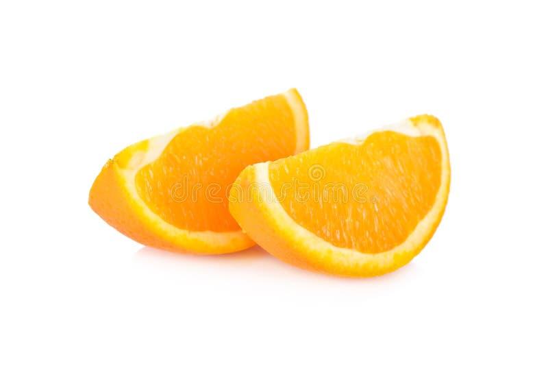 Skiva den navel-/Valencia apelsinen på vit bakgrund arkivfoto