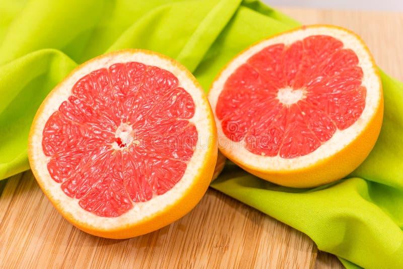 skivad grapefrukt arkivbilder