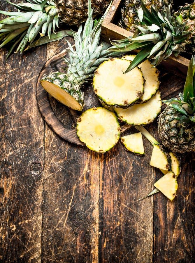 skivad ny ananas arkivbild