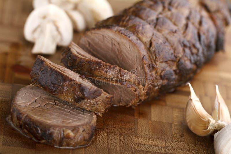 Skivad saftig nötköttfläskkarré fotografering för bildbyråer