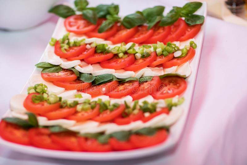 skivad tomat och ost arkivfoto