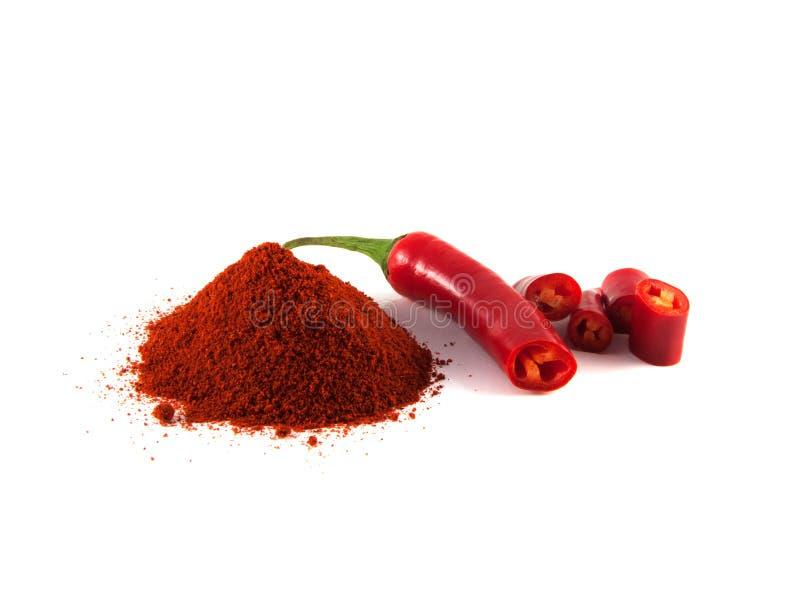 Skivad varm peppar för röd chili med kullen av paprika royaltyfria bilder