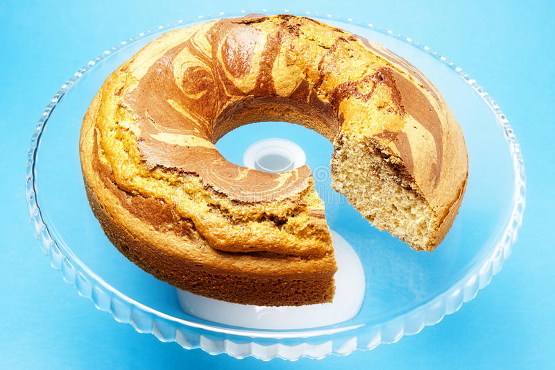 Skivade Angel Food Cake Stand Glass royaltyfria foton
