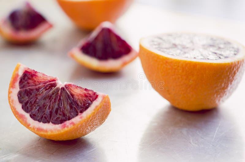Skivade apelsiner royaltyfri fotografi