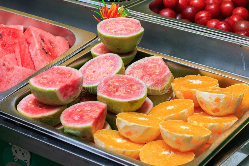 Skivade exotiska frukter arkivfoto