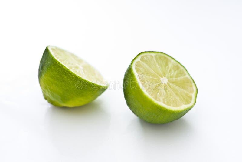 skivade limefrukter arkivbild