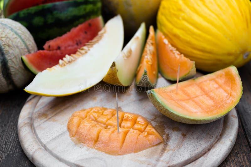 Skivade melonstycken fotografering för bildbyråer