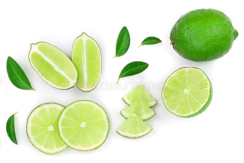 Skivade vith sidor för limefrukt som isoleras på vit bakgrund med kopieringsutrymme för din text Top beskådar Lekmanna- modell fö fotografering för bildbyråer