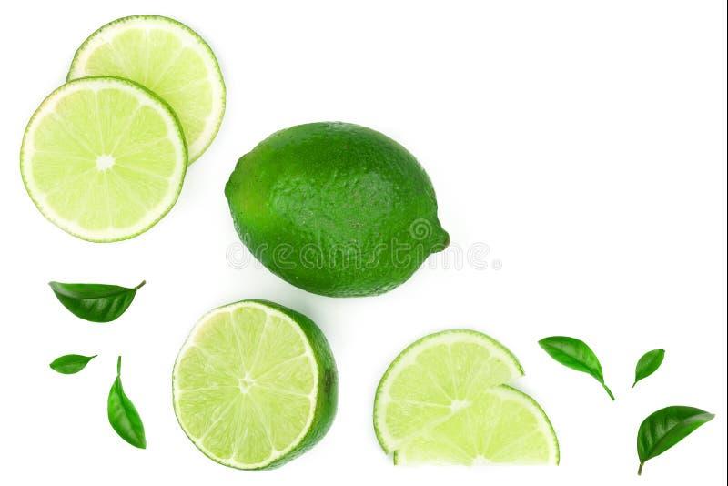 Skivade vith sidor f?r limefrukt som isoleras p? vit bakgrund med kopieringsutrymme f?r din text Top besk?dar Lekmanna- modell f? royaltyfri fotografi