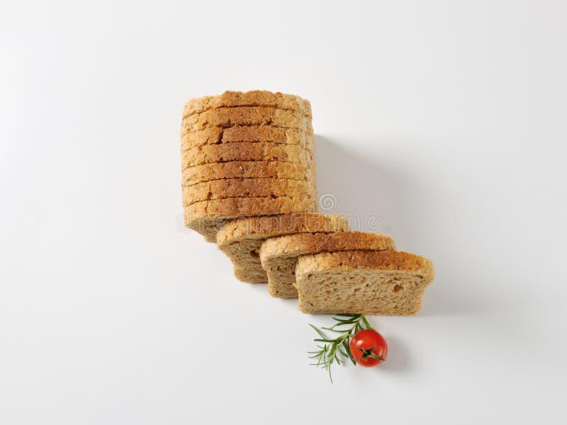 skivat helt för bröd korn royaltyfria bilder