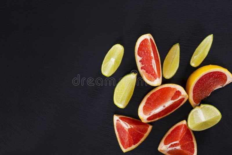 Skivor av citrusfrukter royaltyfri foto