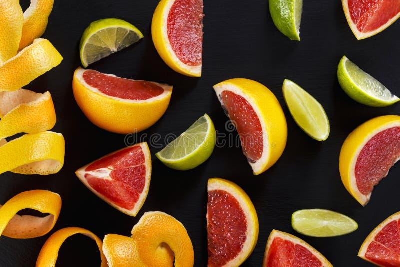 Skivor av citrusfrukter royaltyfria bilder
