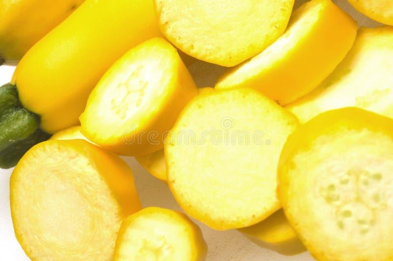 skivor plattar till gul zucchini två royaltyfri bild