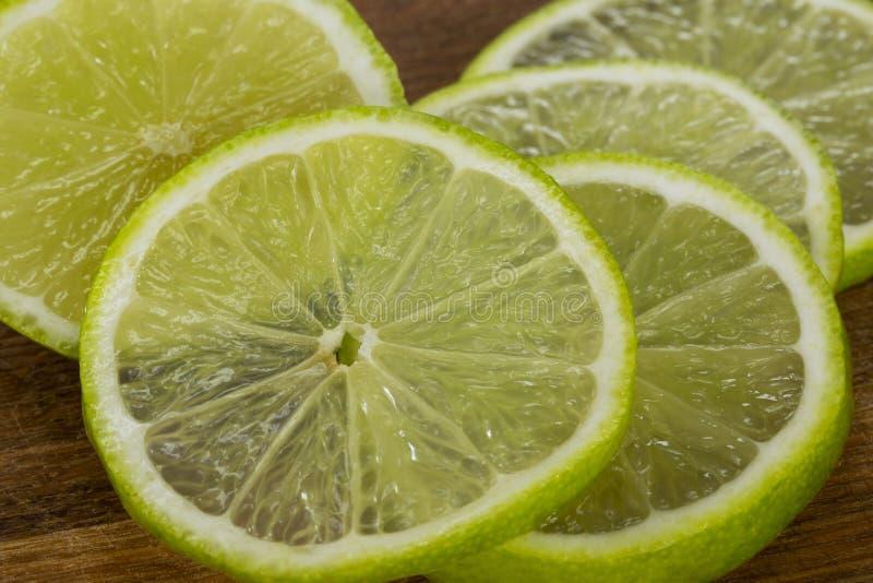 Skivorna av limefrukt royaltyfri fotografi