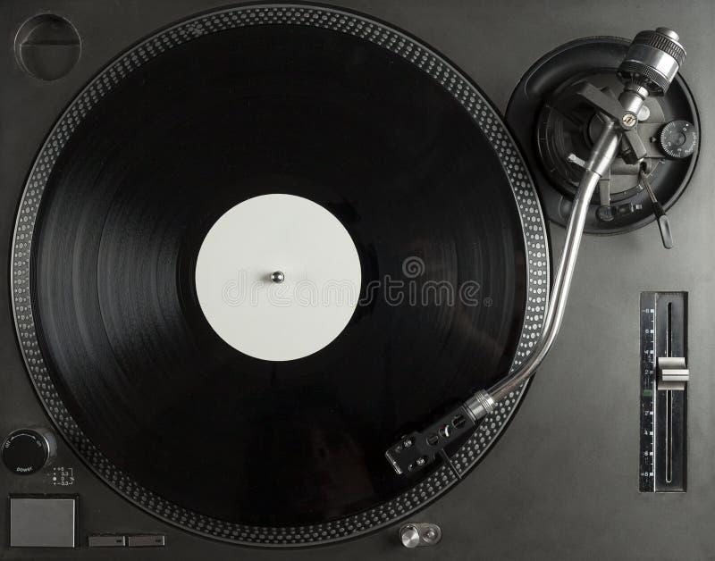 Skivtallrik som spelar upp vinyl som är nära med visaren på rekordet royaltyfri foto
