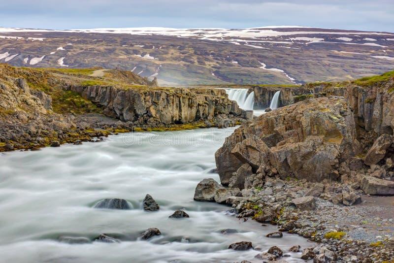 Skjalfandafljot-Fluss mit Godafoss stockbilder