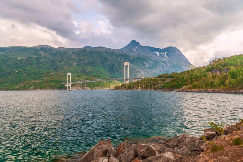 Skjomen桥梁的看法横跨Skjomen海湾的 挪威 免版税库存图片