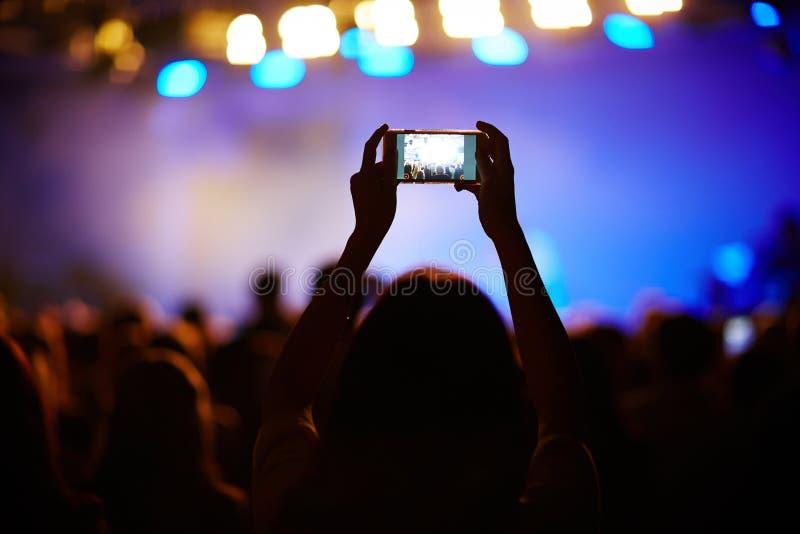 Skjuta konserten arkivbilder