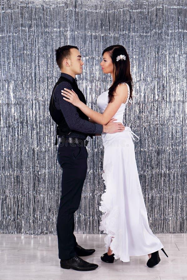 skjuten övre sikt för bruddans brudgum fotografering för bildbyråer