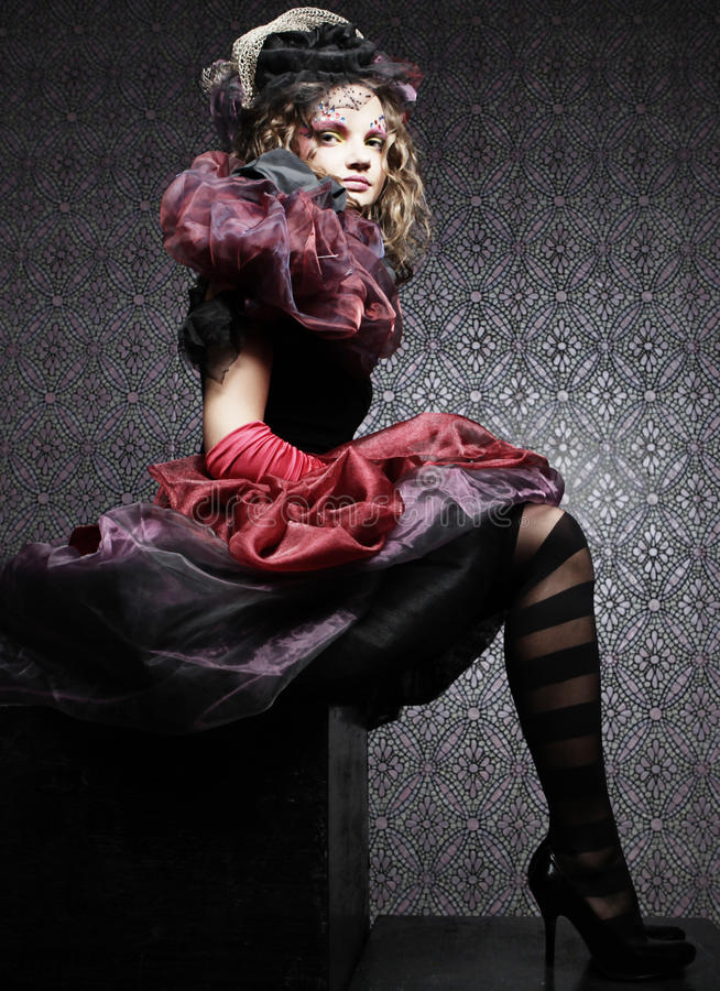 skjuten stilkvinna för docka mode idérikt smink Fantasidr arkivfoto